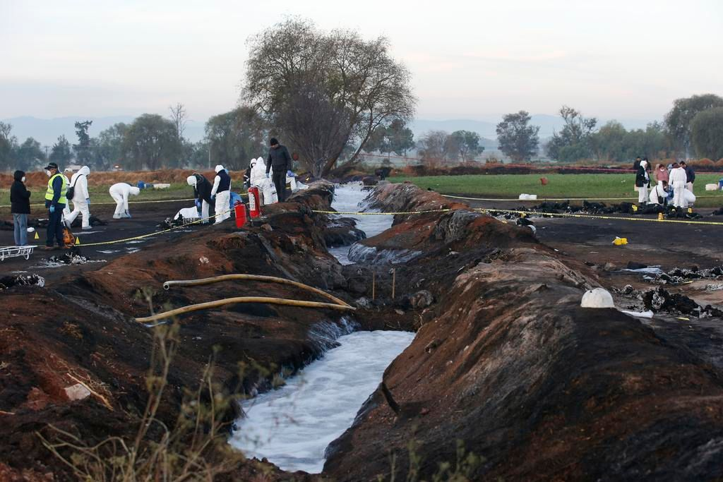 Asciende a 89 cuerpos tras explosión de ducto, 67 sin identificar