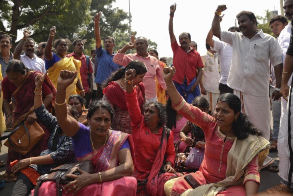 En India, los conservadores no quieren mujeres en los templos