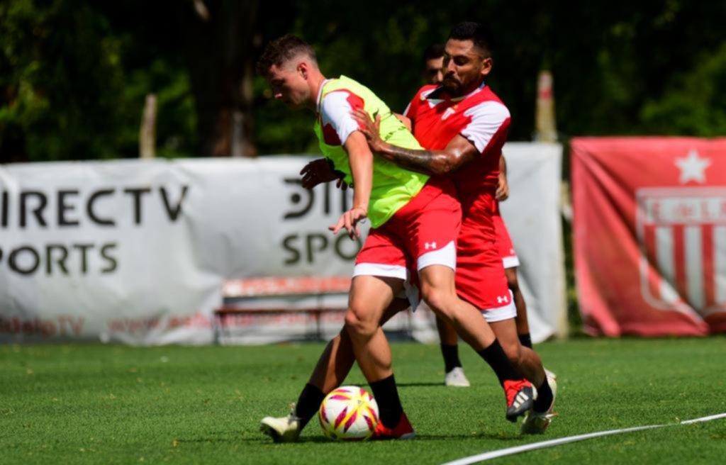 Jara entrena a la par en City Bell y podría meterse en el equipo que recibirá a Vélez