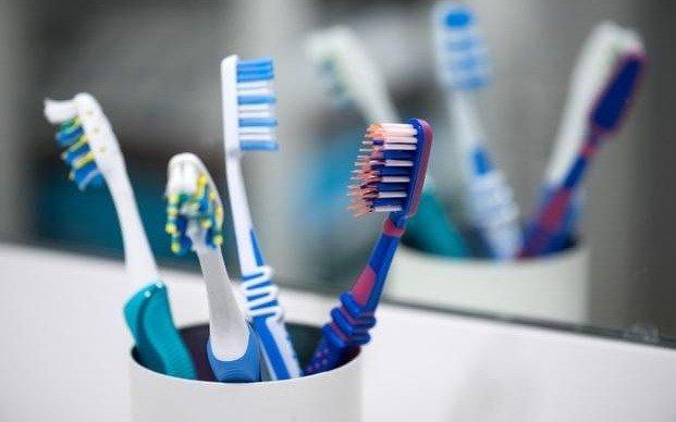 Cepillarse más los dientes puede ayudar a prevenir la impotencia sexual