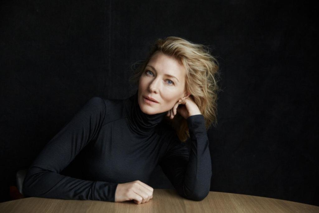 """Orgías y """"sex toys"""": una picante obra de Cate Blanchett hace desmayar a una mujer"""