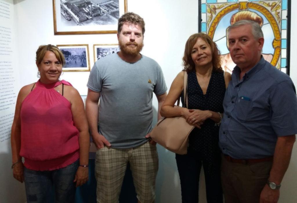 Paisajes marinos le dan vida a una exposición de obras plásticas