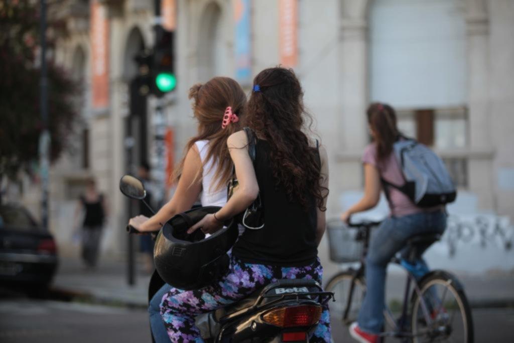 Desde ahora les secuestrarán la moto a los que circulen sin casco