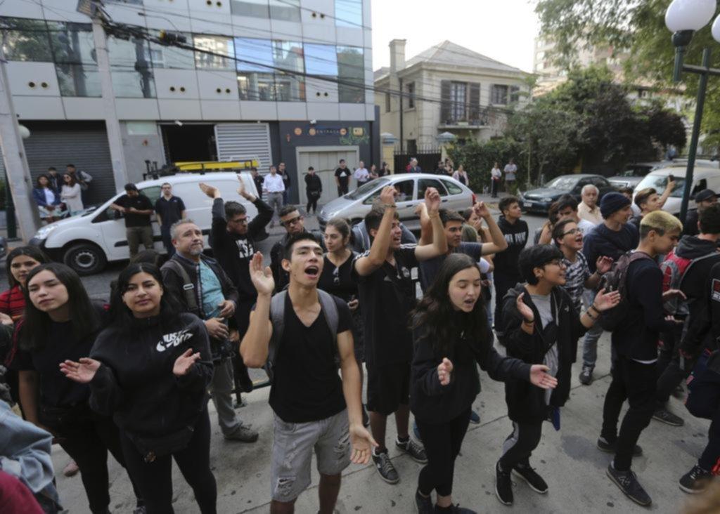 Las restricciones para ingresar a la universidad, otro motivo del fuerte malestar social en Chile