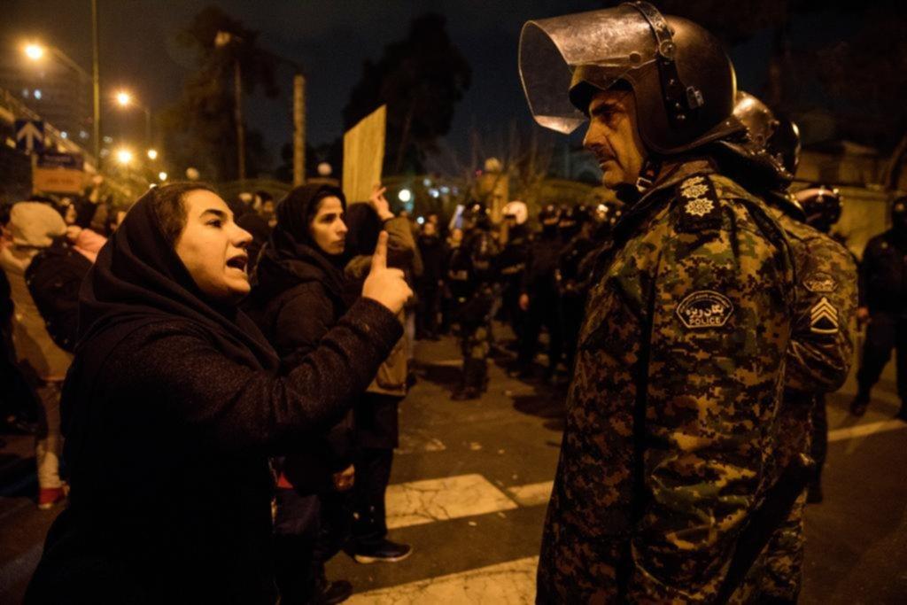"""Trump vuelve a advertir a Irán: """"no maten a sus manifestantes"""""""