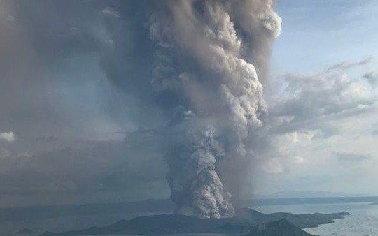 Más de 24.500 evacuados en Filipinas por el volcán Taal, que ya está en erupción