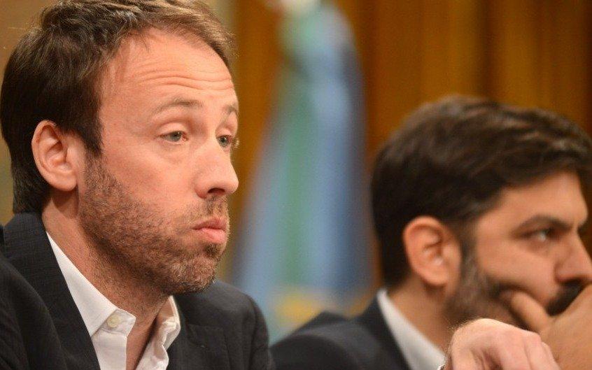 """""""Entre los bonistas hay consenso de que la deuda es insostenible"""", dijo el ministro López"""
