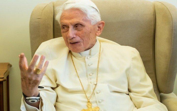 Polémica en el Vaticano por la atribución a Benedicto XVI de un libro con fuerte defensa del celibato