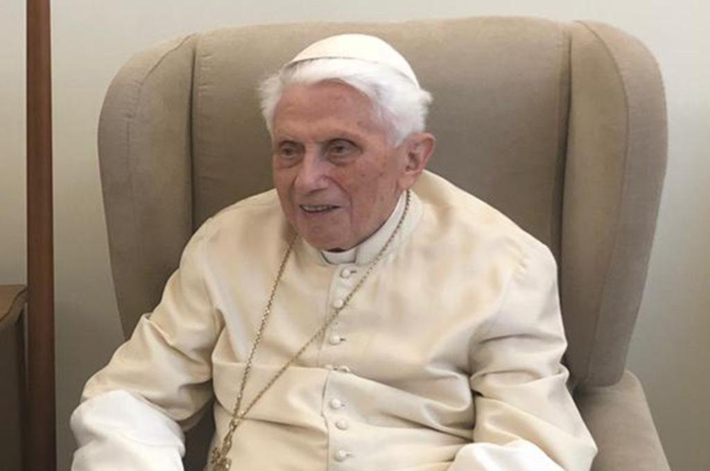 Benedicto XVI se distancia del libro sobre el celibato