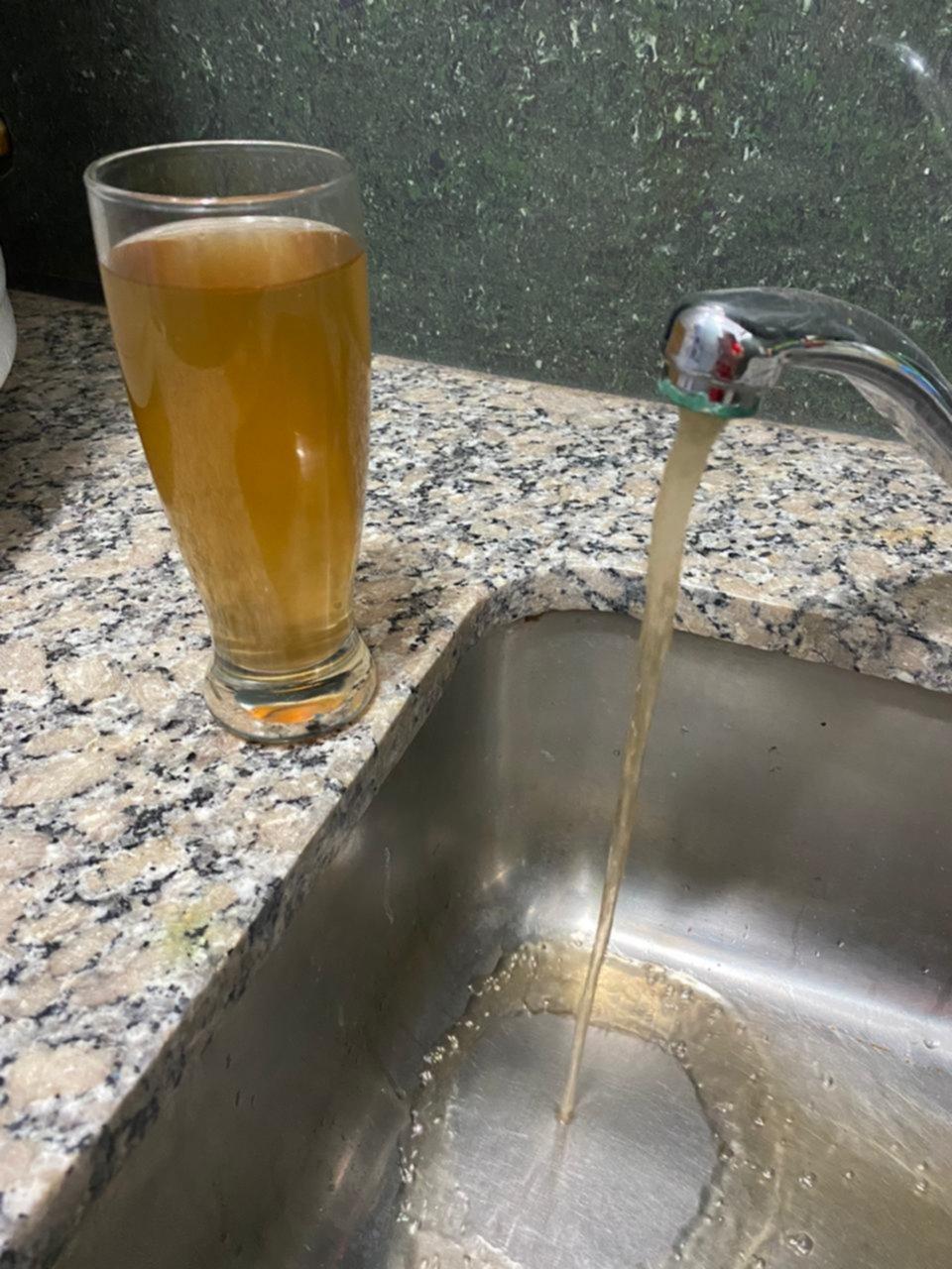 "Del agua turbia a las canillas secas, otra ""catarata"" de quejas contra Absa"