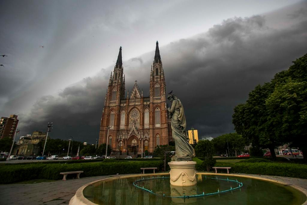 Cielo gris, chaparrón y la Región en guardia por más lluvias