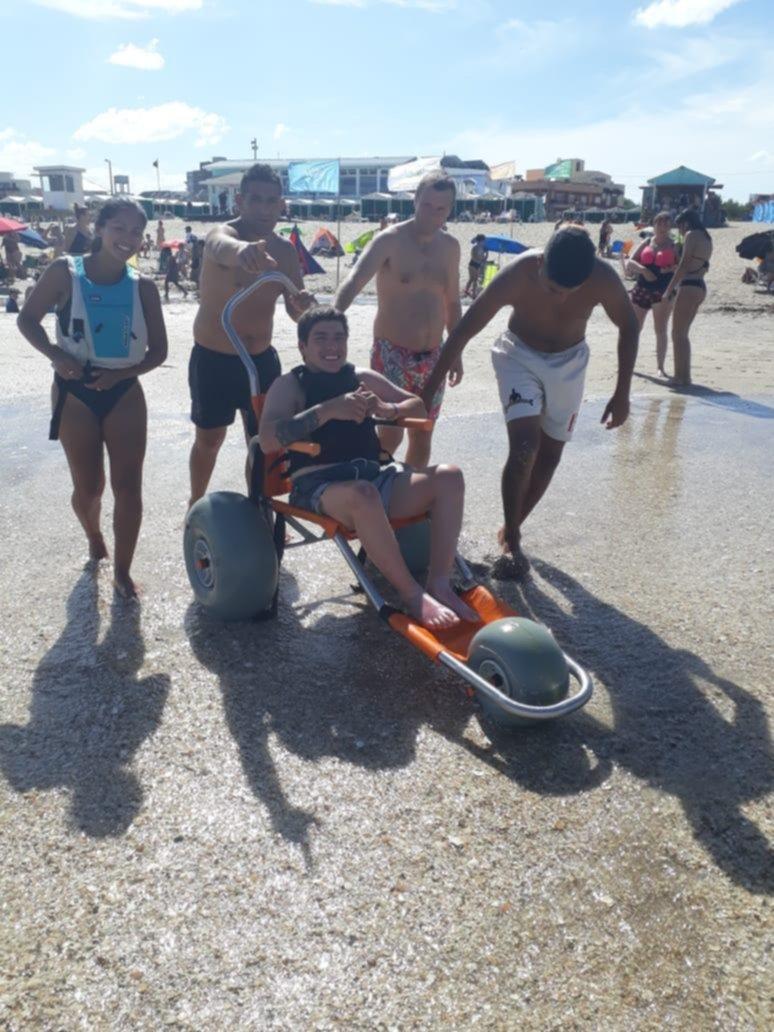 Vacaciones para todos en un balneario inclusivo de Gesell con servicios gratuitos