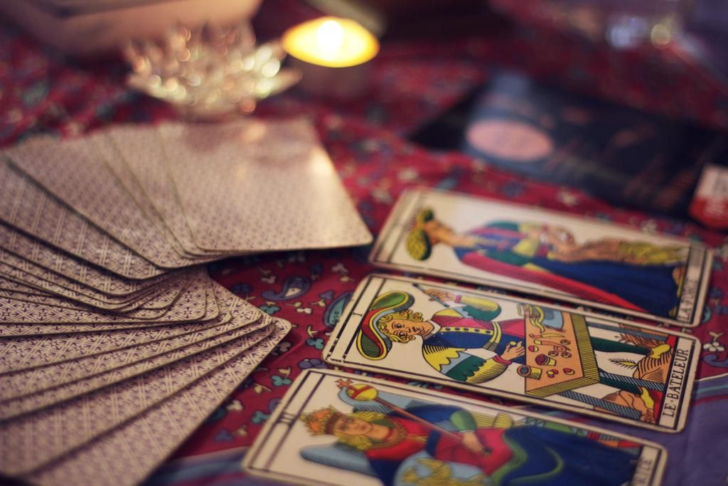 Tarot de avanzada: el alma conversa consigo misma
