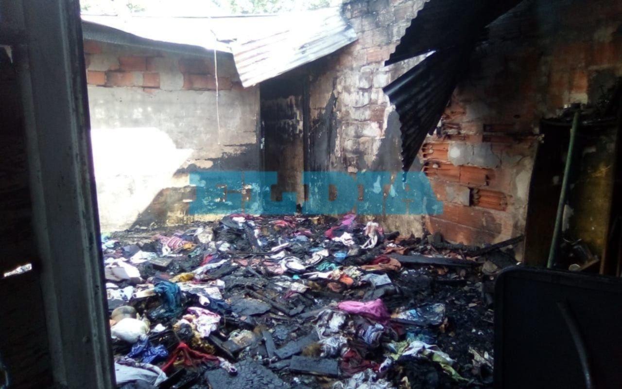 El incendio de una maderera y una vivienda causaron grandes pérdidas materiales