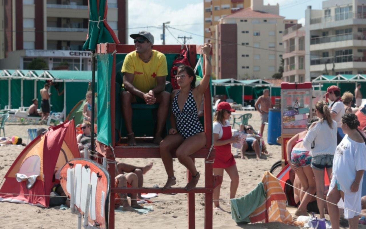 Bikini o enteriza, la grieta de las mallas llegó a la Costa