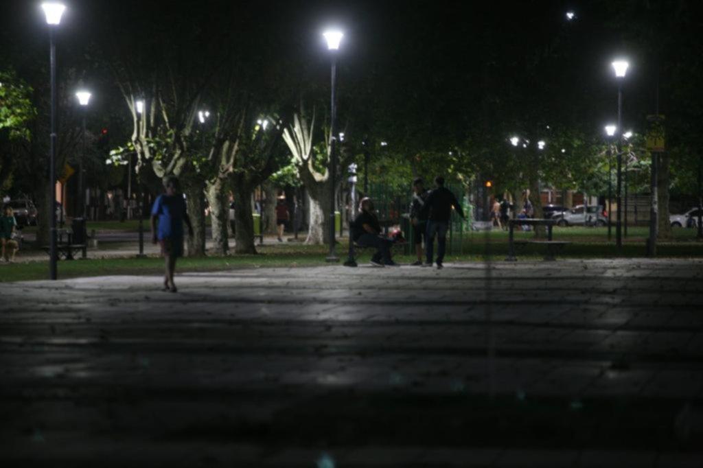 Noches sin control: los vecinos de Plaza Malvinas evalúan recurrir a la Justicia