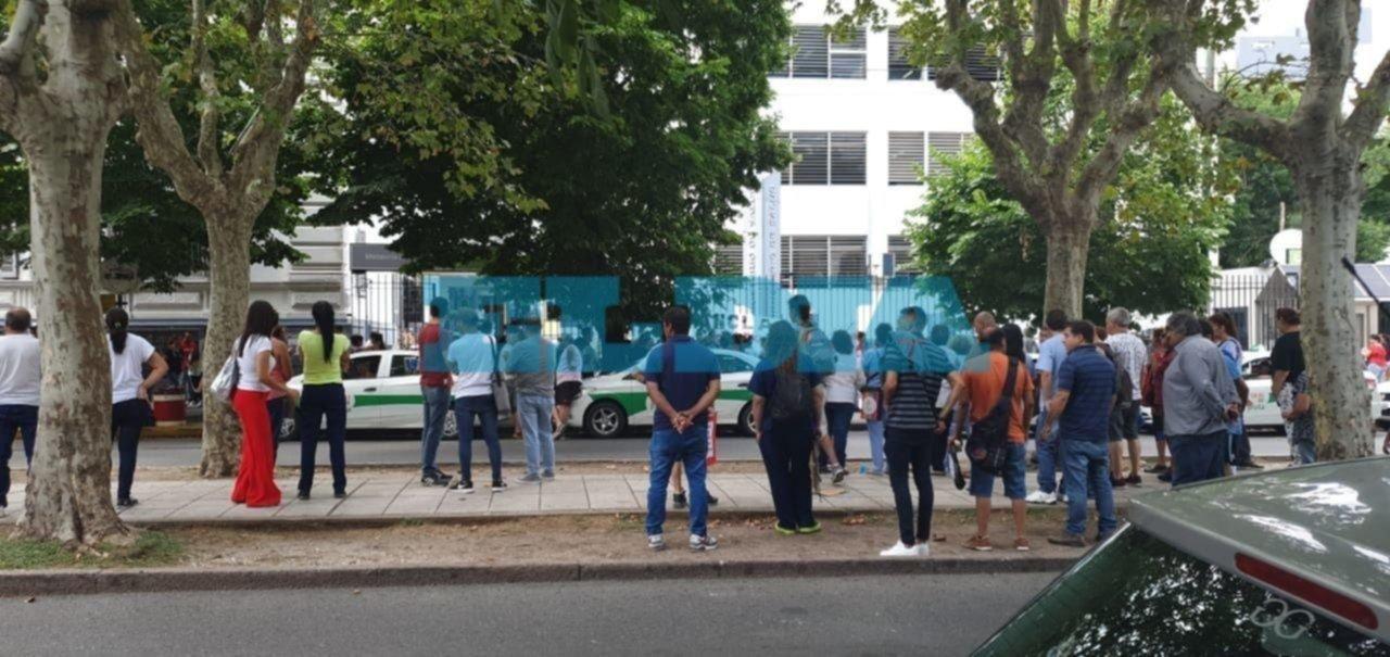 Protesta frente a Salud: denuncian que dejaron sin diálisis a medio centenar de pacientes
