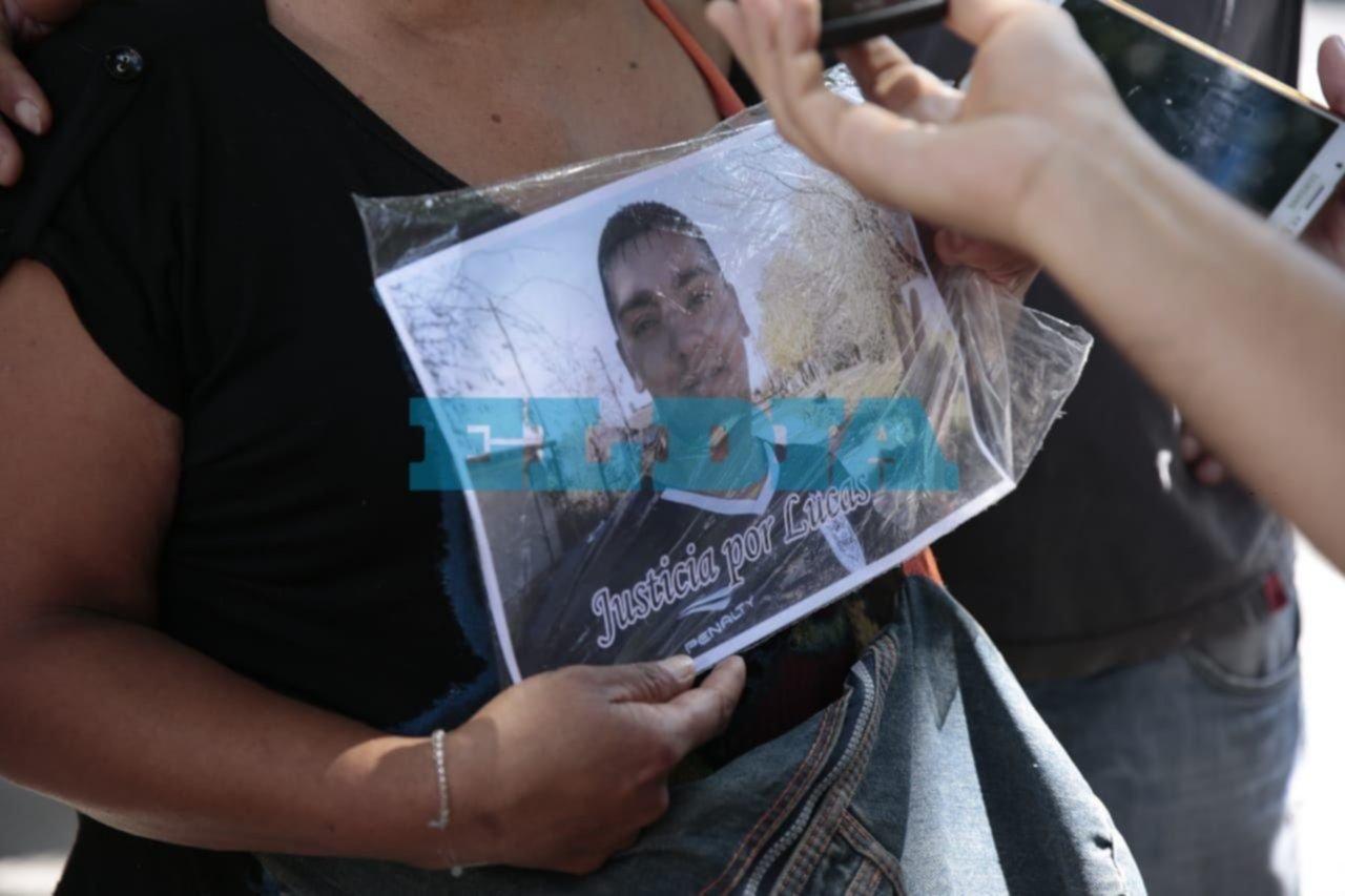 Reclamo de justicia de familiares del chico asesinado a balazos en Arturo Seguí
