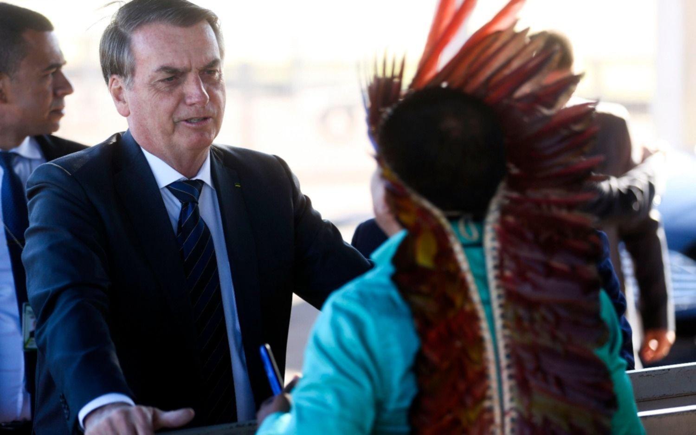 """""""Cada vez más el indígena es un ser humano como nosotros"""", dice Bolsonaro"""
