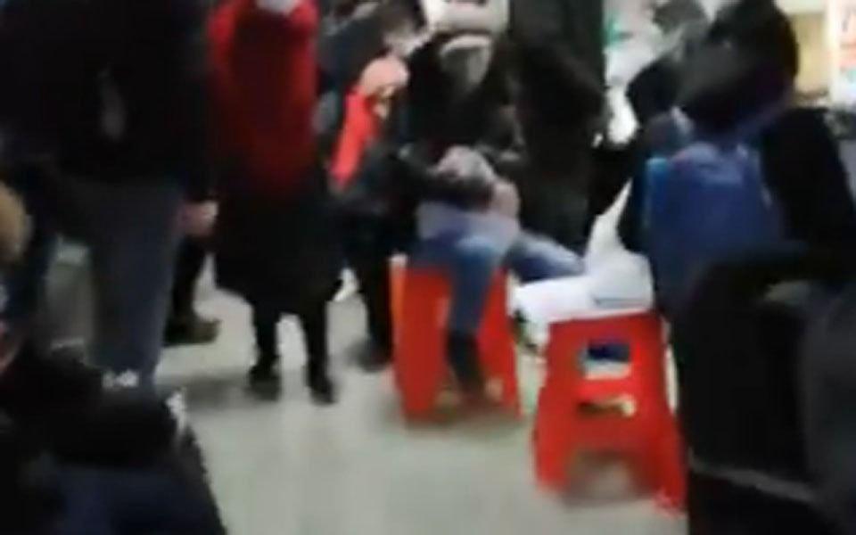 VIDEO.- Con cuerpos tirados en pasillos, médicos atienden a infectados de Coronavirus