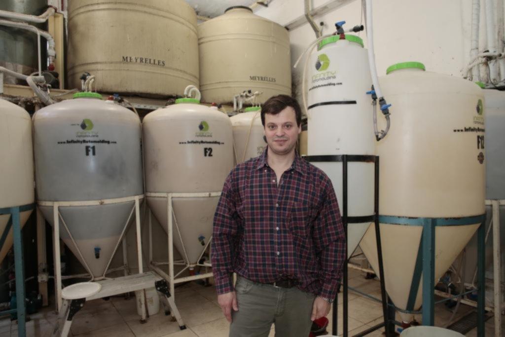 """El """"sueño del pibe"""": el platense que dejó su carrera para hacer cerveza en La Feliz"""