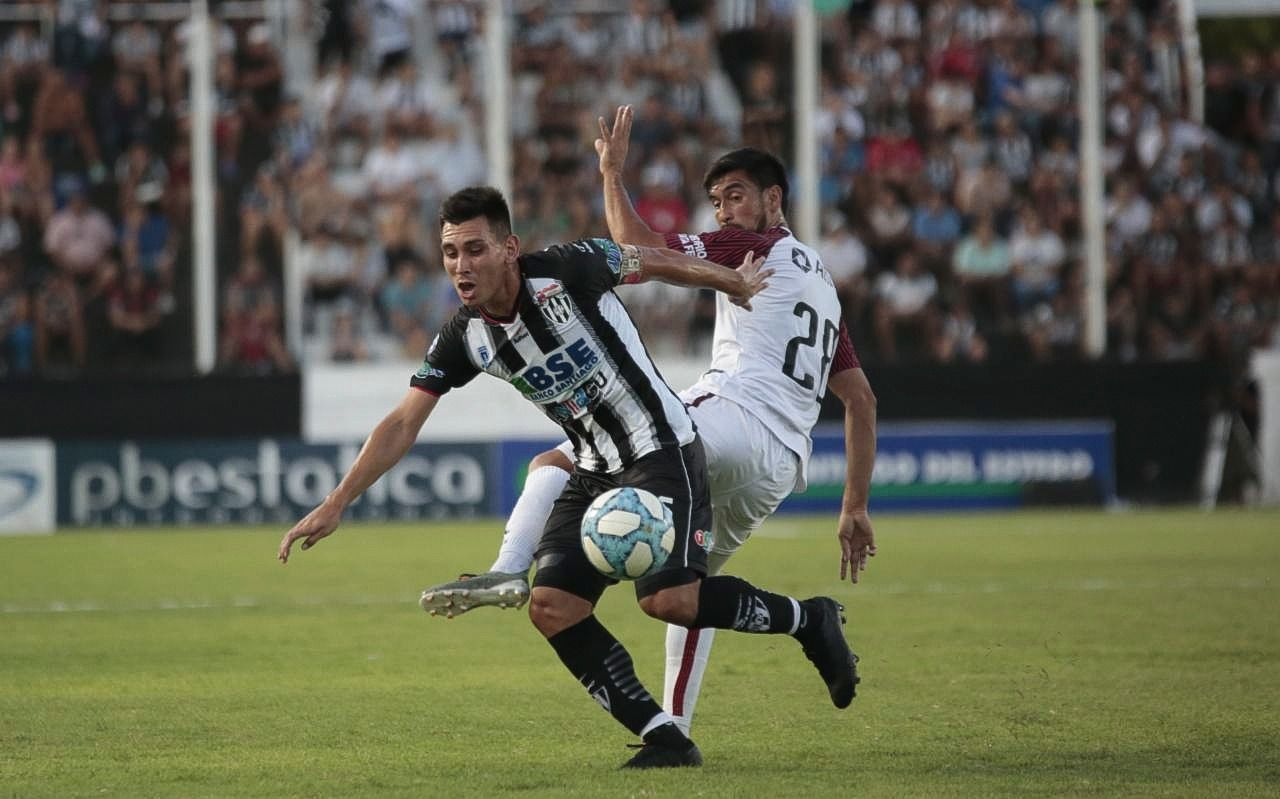 Central Córdoba venció a Colón y salió de la zona de descenso
