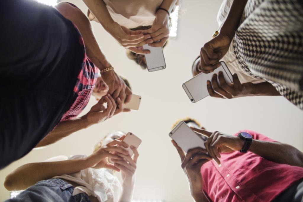 Movida de los gigantes de Internet para que el celular deje de ser una adicción