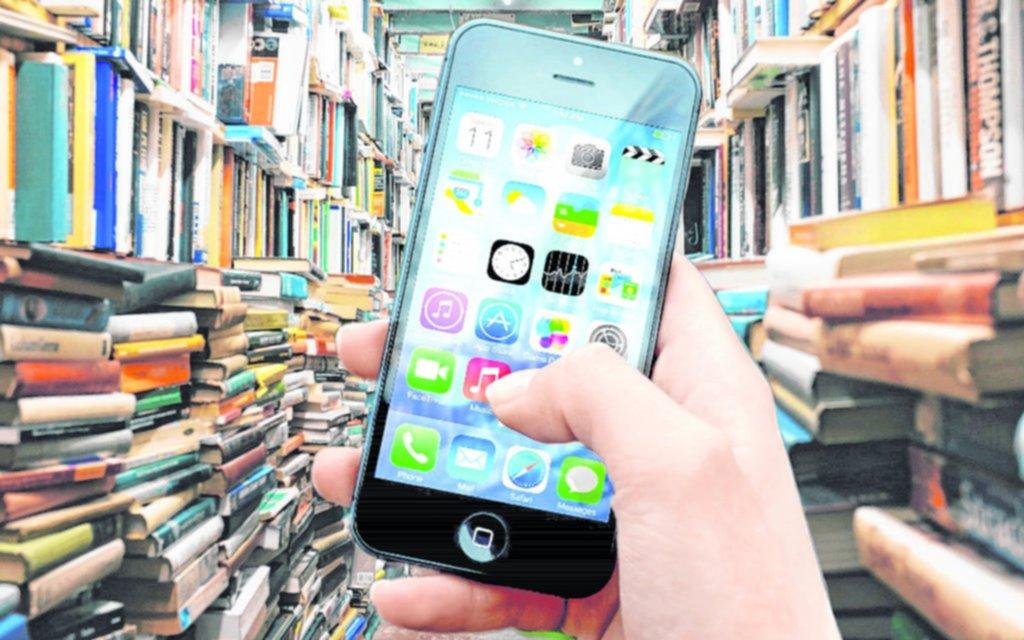 Para leer o sacar cuentas, cada vez más chicos estudian con apps tecnológicas