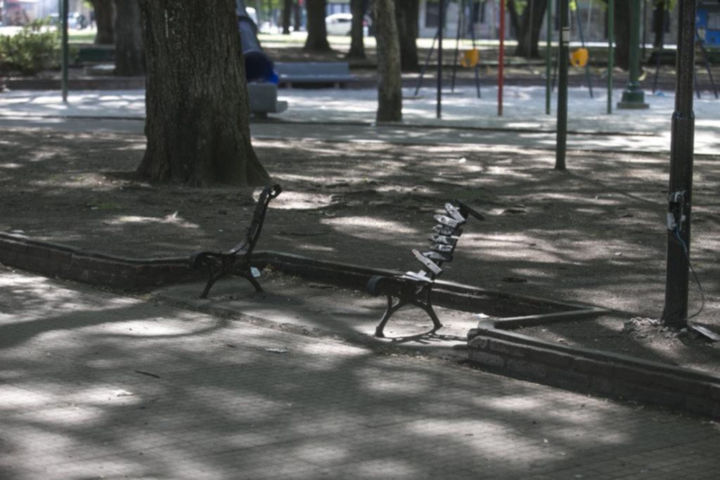 La Plaza Rocha, jaqueada por el vandalismo y el descuido