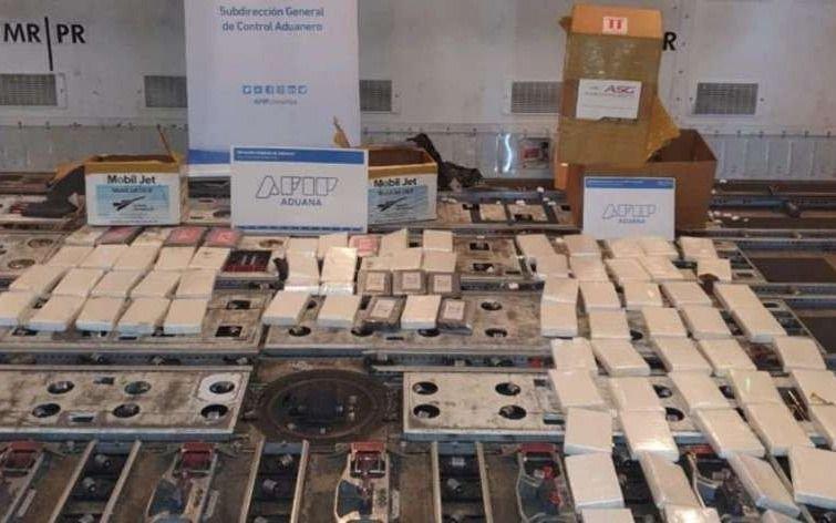 Cocaína en Ezeiza: procesan a dos empleados de MartinAir por el tráfico de 87 Kg de droga