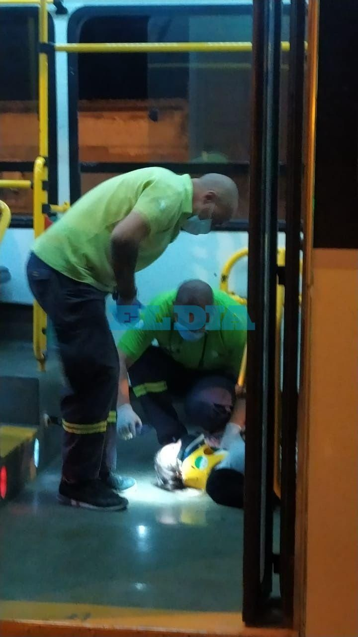 Un ciclista y cuatro pasajeros heridos por un accidente en El Dique