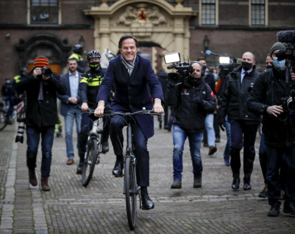 El enorme escándalo que se llevó puesto a todo el gobierno de Holanda