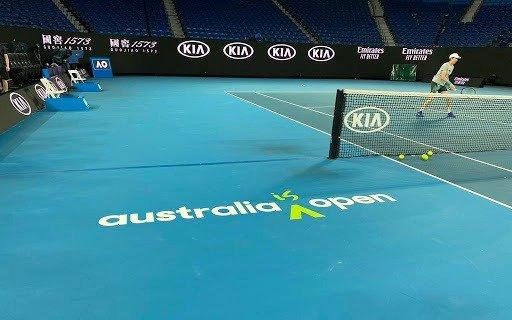 Casi 50 tenistas que jugarán el Australian Open deberán quedarse aislados en sus hoteles durante 14 días