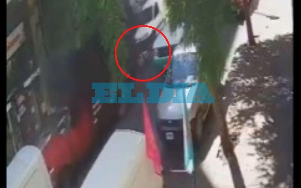 """Apareció el conductor acusado de embestir a una ciclista en el centro: """"Pido disculpas"""""""