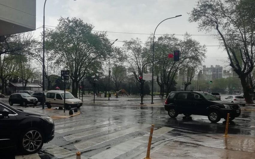 El cielo mantuvo a la Ciudad en guardia y el pronóstico anuncia clima inestable