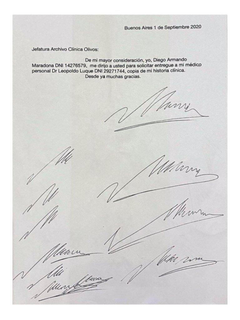 """Maradona: realizan la pericia caligráfica para ver si Luque quiso """"truchar"""" la firma del Diez"""