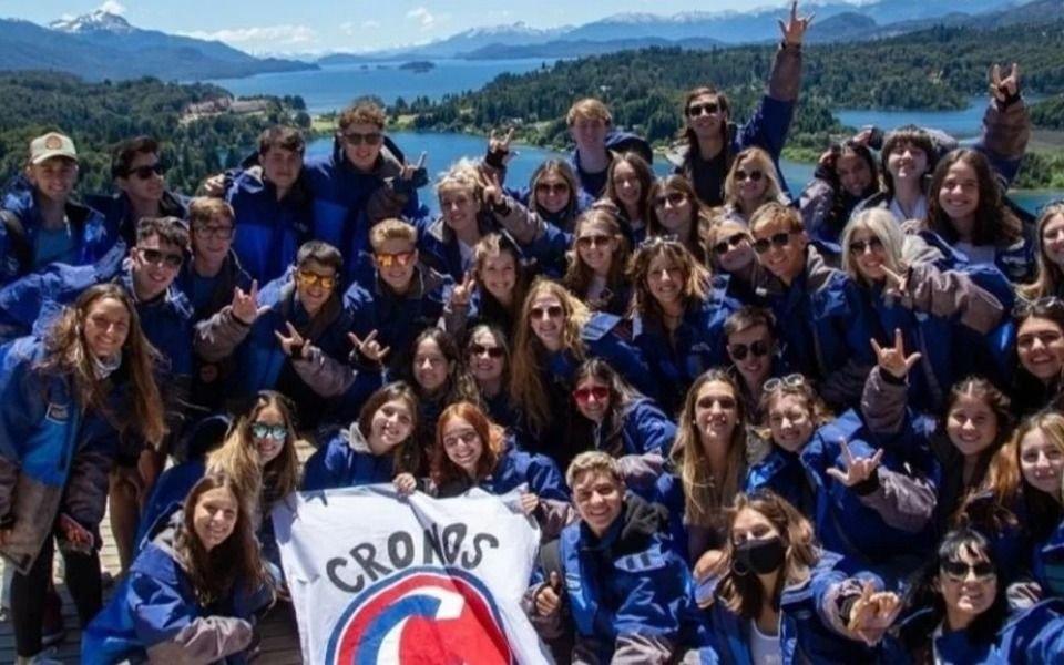 Fueron a Bariloche de viaje de egresados y se contagiaron casi todos:  43 de los 45 volvieron con covid