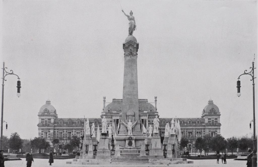 Plaza Primera Junta: el desconocido nombre de un espacio de la Ciudad