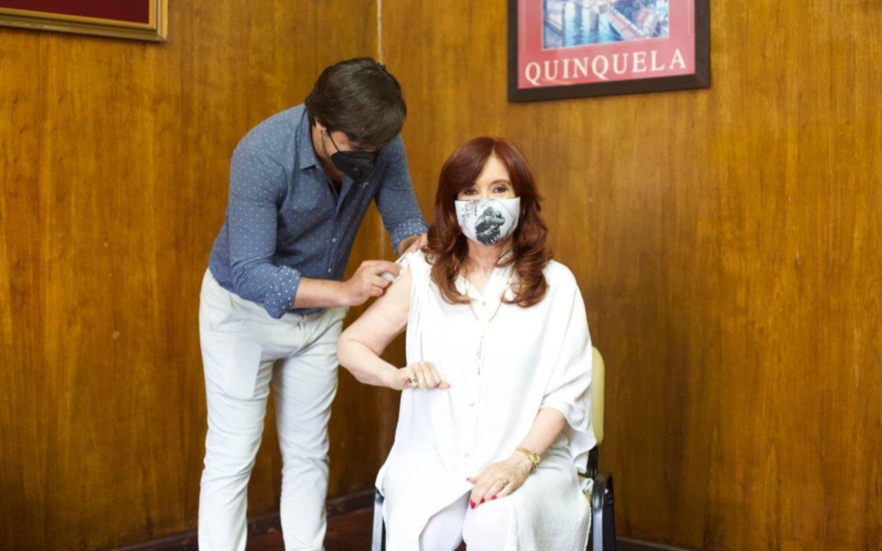 Cristina Kirchner recibió la primera dosis de la vacuna rusa Sputnik V