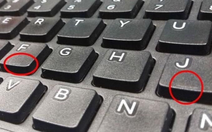 ¿Lo sabías? Las misteriosas marcas de las letras F y J de los teclados