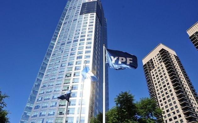 YPF mejoró la oferta del megacanje tras el fracaso de las negociones de ayer