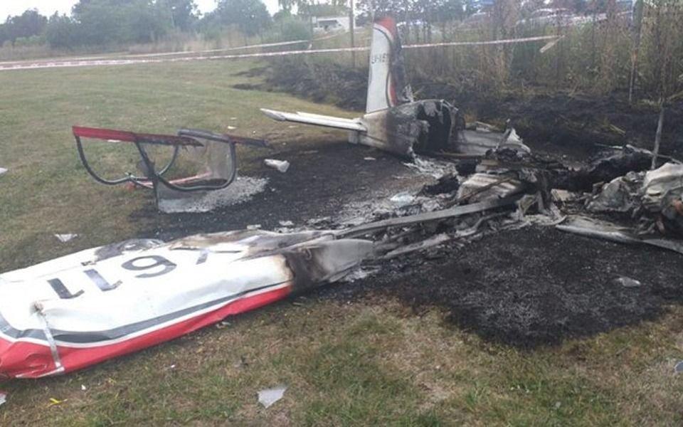 Dos muertos al estrellarse una avioneta a metros de la Ruta 6