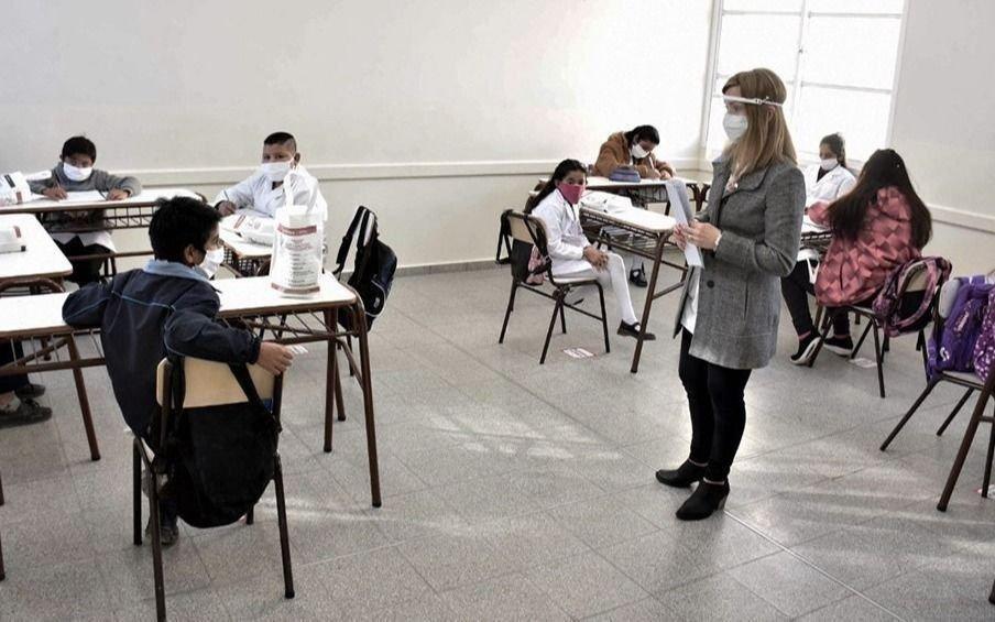 Provincia acondicionará clubes y centros de fomento para armar aulas y descomprimir las escuelas