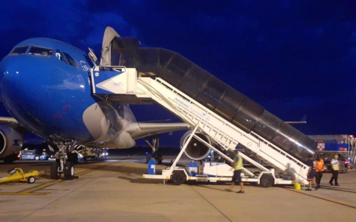 El vuelo de Aerolíneas Argentinas con las vacunas está en camino: 20 mil dosis serán para Bolivia