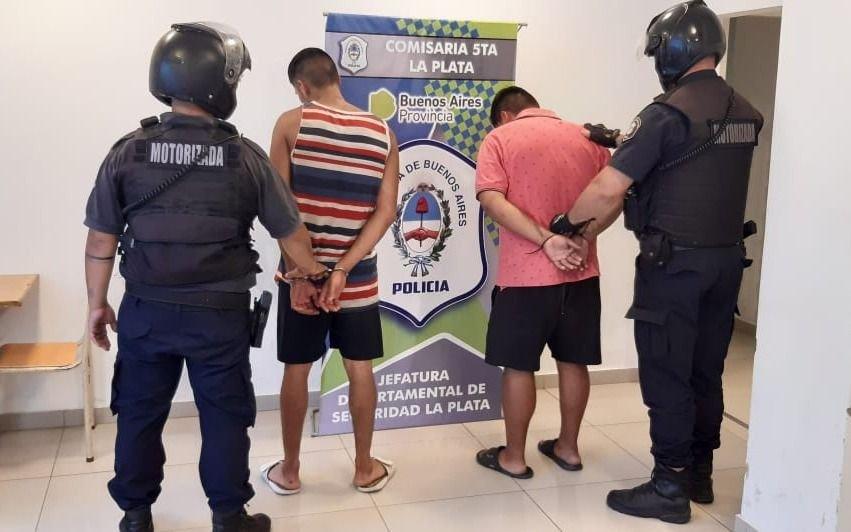 Detienen a un prófugo de la justicia cuando intentó vender una bicicleta robada junto a un cómplice