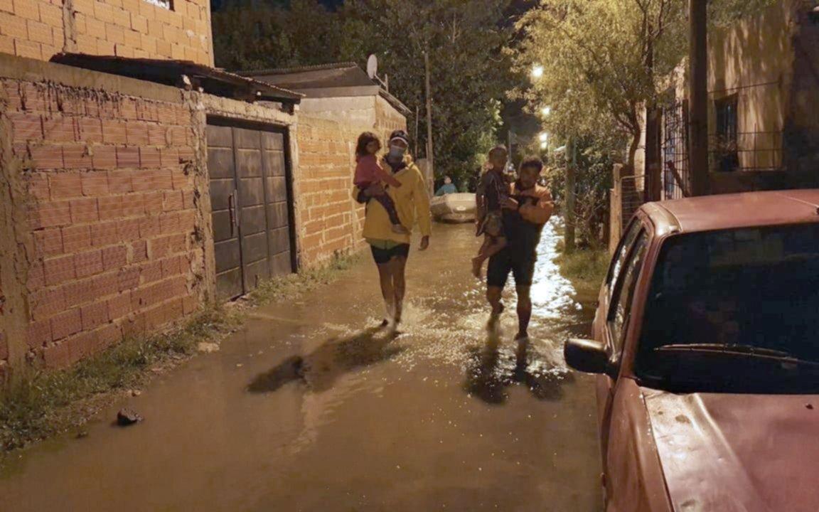 Sudestada y fuerte crecida del Río de la Plata: comenzaron a evacuar  familias en Punta Lara - La Ciudad