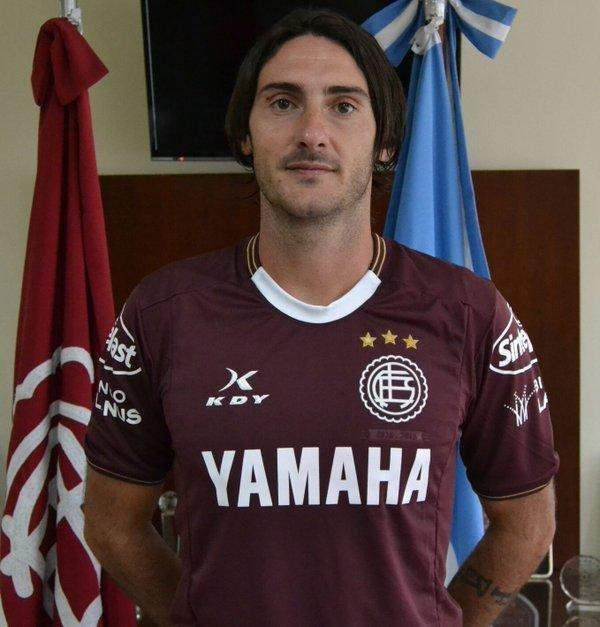 Diego Colotto firmó ayer para Lanús