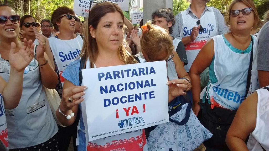 """""""Vidal invierte los roles, ella habla de paros y nosotros de paritaria"""", dicen los docentes"""