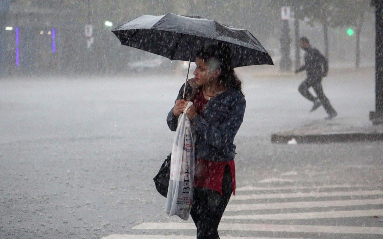 Tras el intenso calor, llega la lluvia a la Región acompañada por un descenso en la temperatura