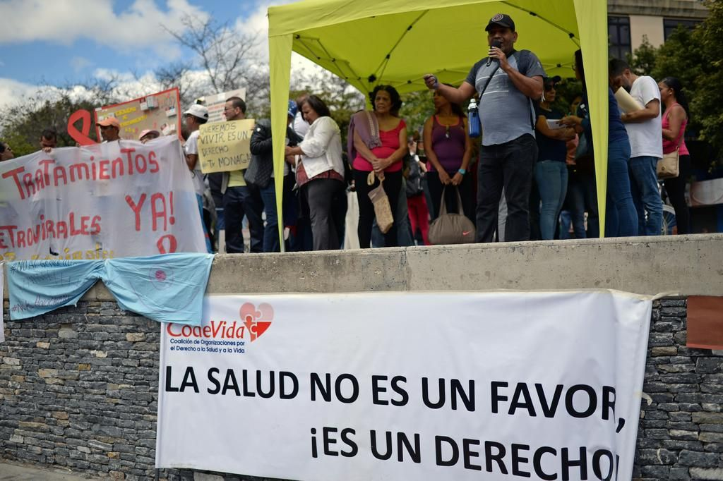 Más de 300.000 venezolanos en riesgo por falta de remedios